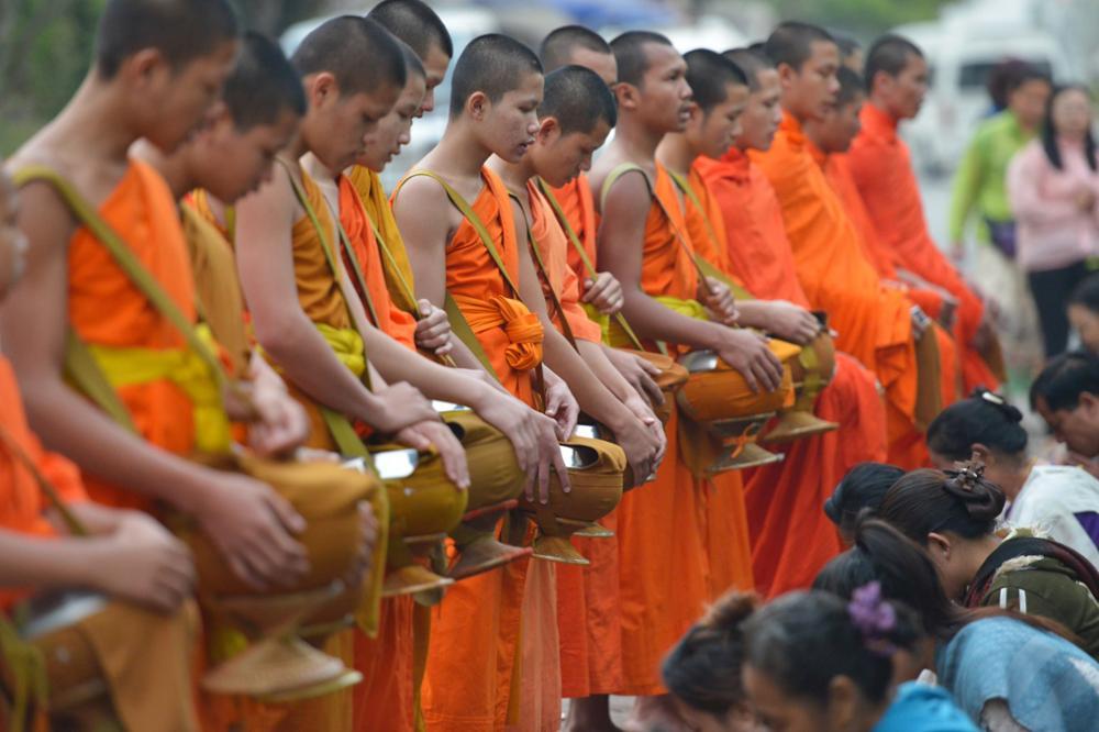 Le rituel du Tak Bat à Luang Prabang